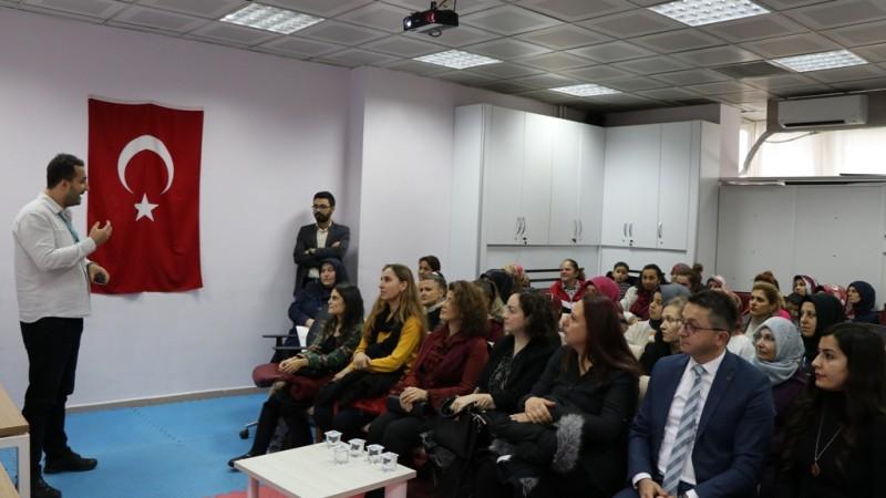 """""""AİLE İÇİ İLETİŞİM"""" KONULU KONFERANS DÜZENLENDİ"""